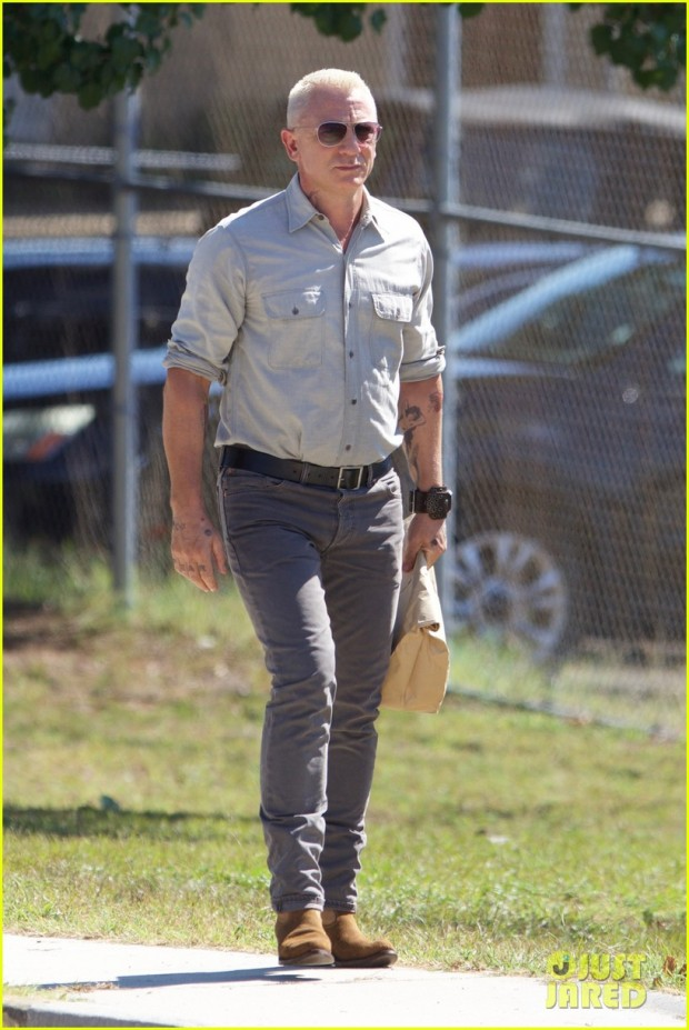 daniel-craig-sports-tattoos-on-logan-lucky-movie-set-08