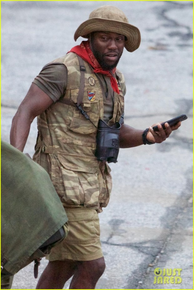 dwayne-johnson-kevin-hart-get-to-work-filming-jumanji-02