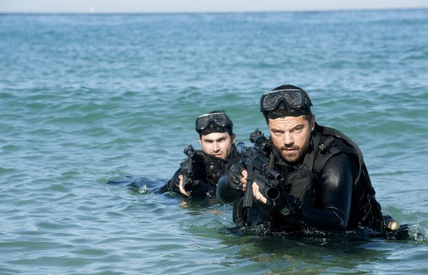 tyler-hoechlin-and-dominic-cooper-in-HARD-TARGET