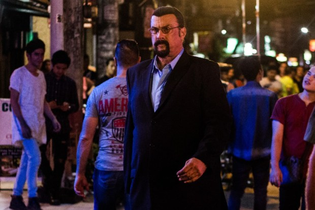 Steven-Seagal-as-Jake-Alexander-in-General-Commander-2