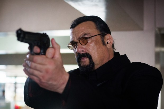 Steven-Seagal-asJake-Alexander-in-General-Commander-4