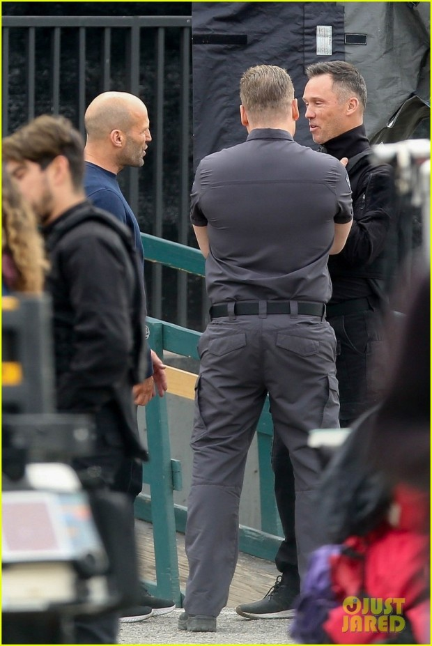 scott-eastwood-jason-statham-film-scenes-for-cash-truck-in-la-02
