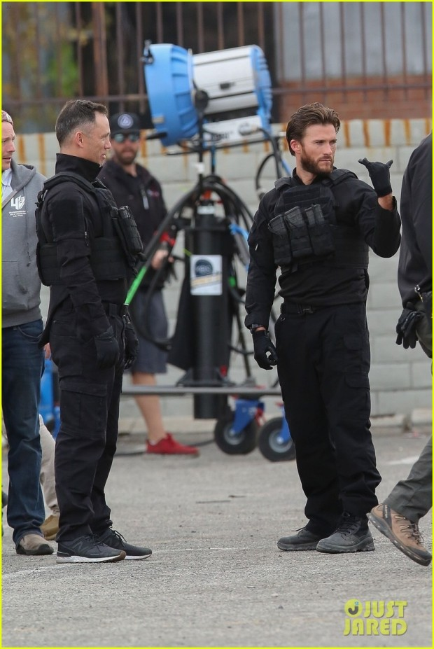scott-eastwood-jason-statham-film-scenes-for-cash-truck-in-la-03
