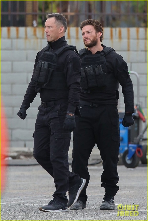 scott-eastwood-jason-statham-film-scenes-for-cash-truck-in-la-04